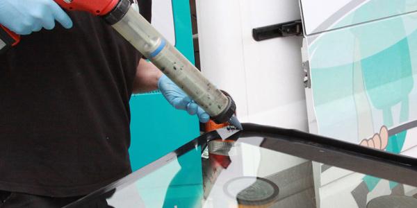 Autoglas Ede | autoruit vervangen - sterretje repareren